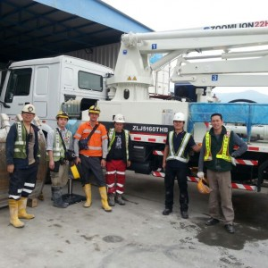 A group photo after operation training of Zoomlion 22H3Z Truck Mounted Concrete Pumps.